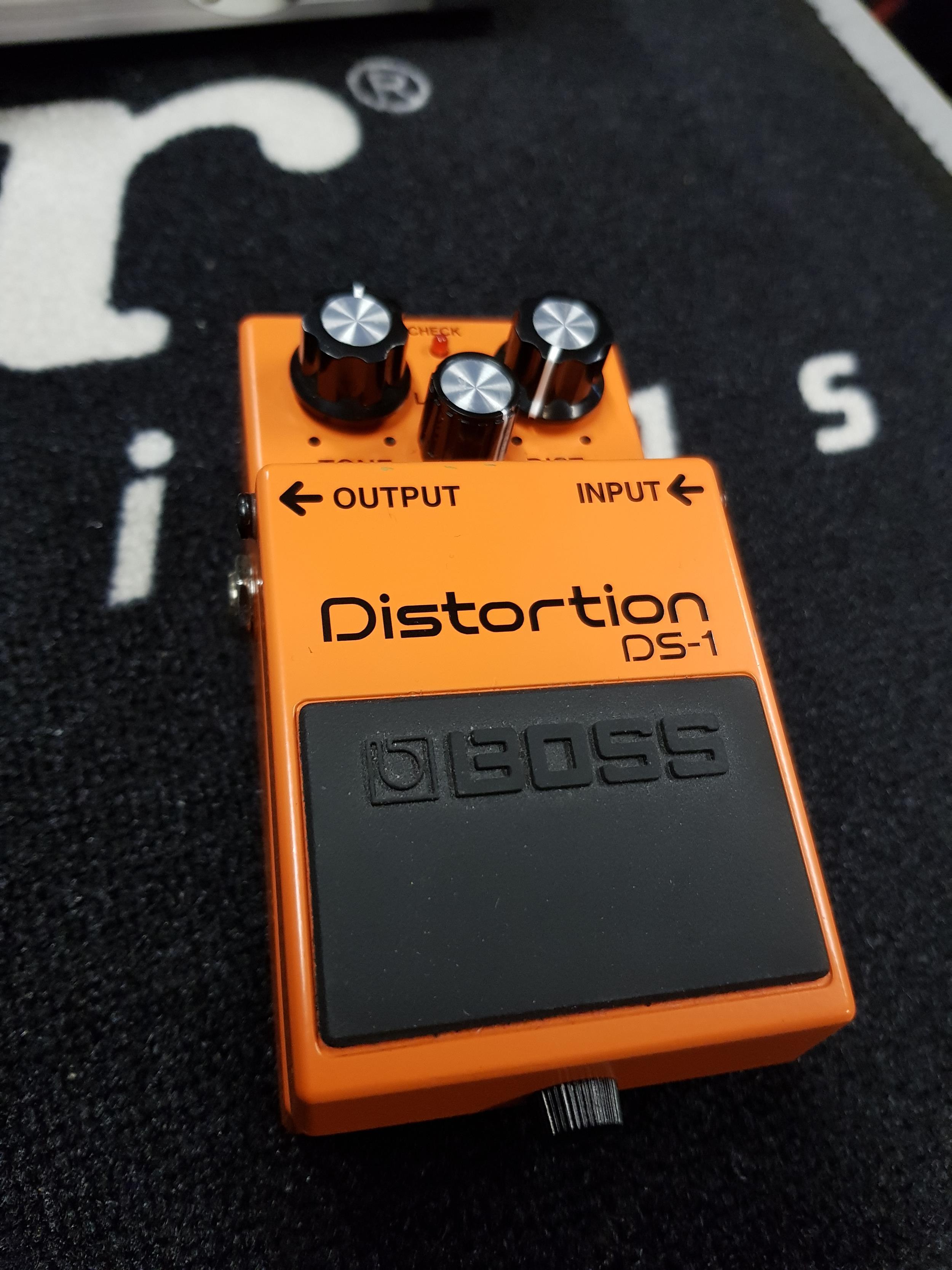 BOSS DS1 DISTORTION   .