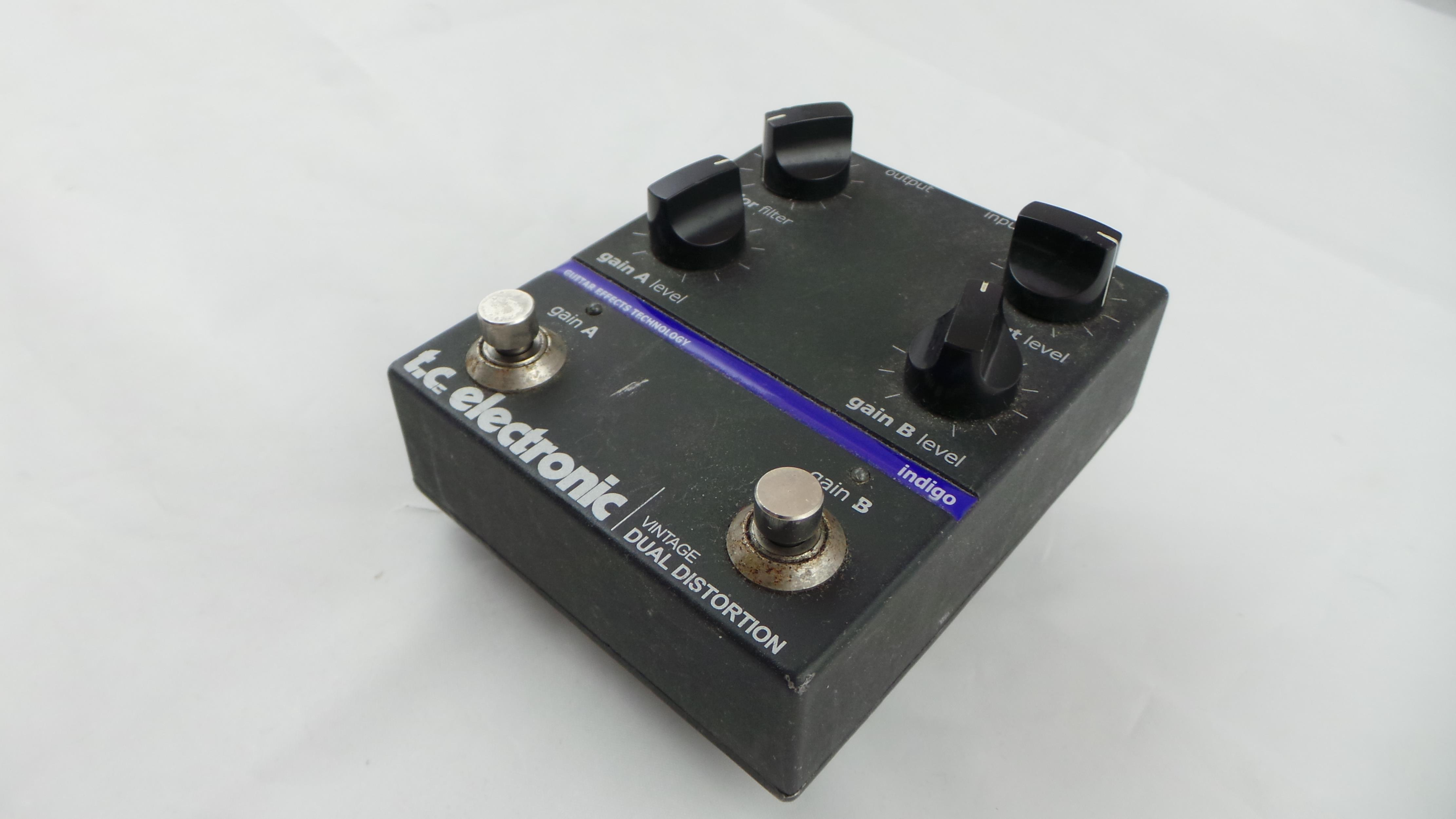 TC ELECTRONIC VINTAGE DUAL DISTORTION .
