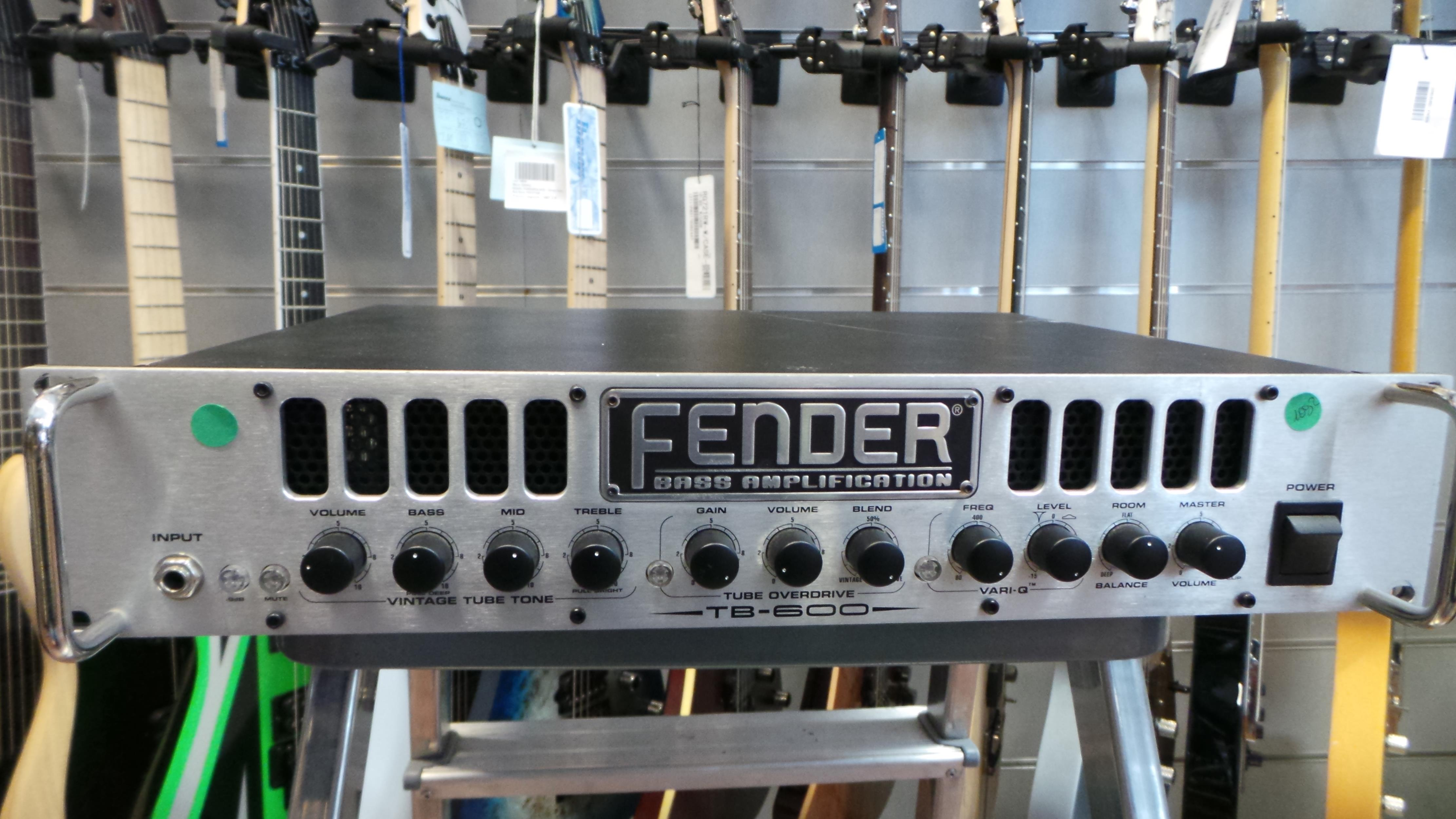 FENDER TB 600 BASS AMP HEAD + FOOTSWITCH ..