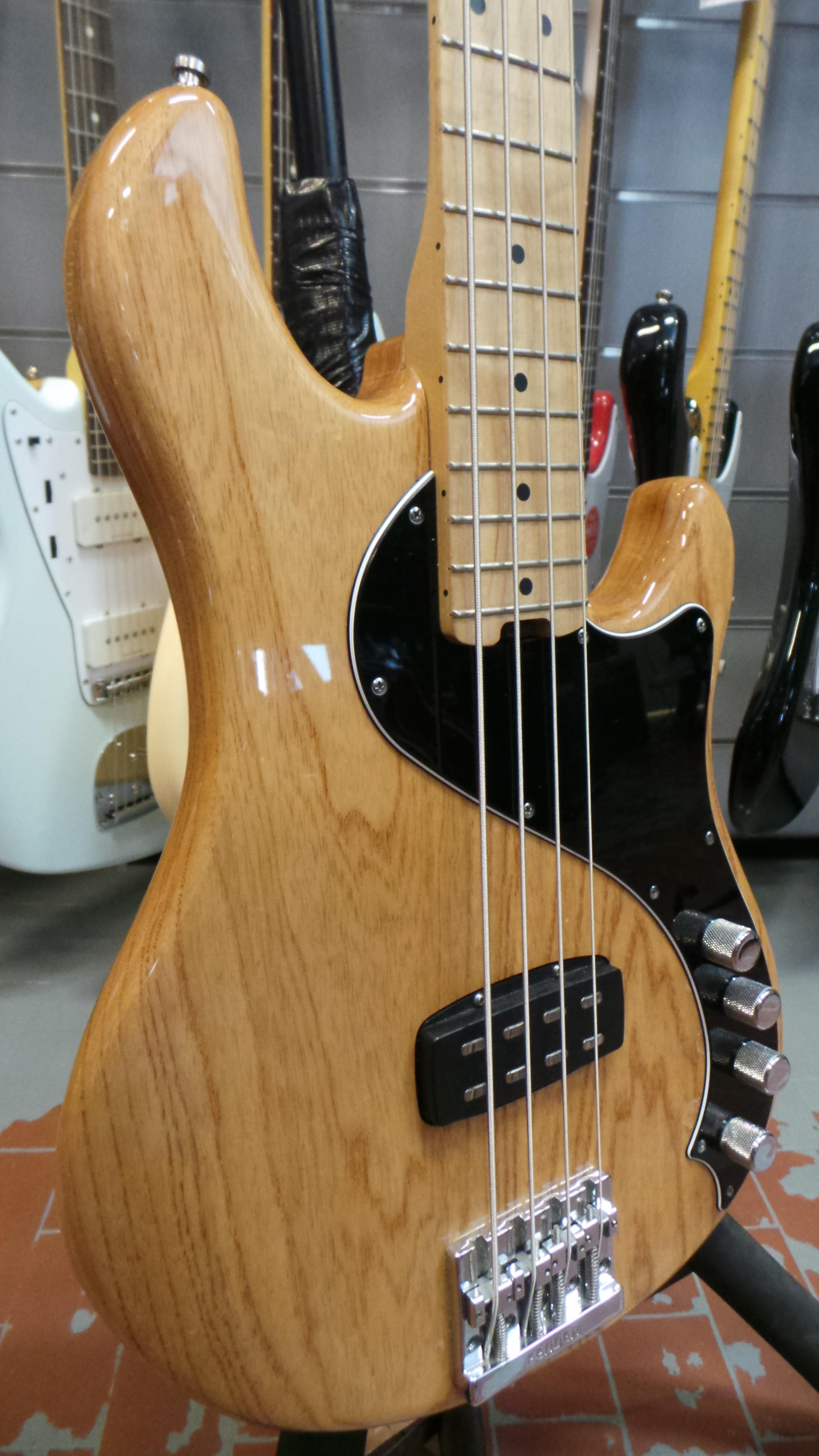 FENDER AMERICAN DELUXE DIMENSION BASS IV MN NATURAL ..