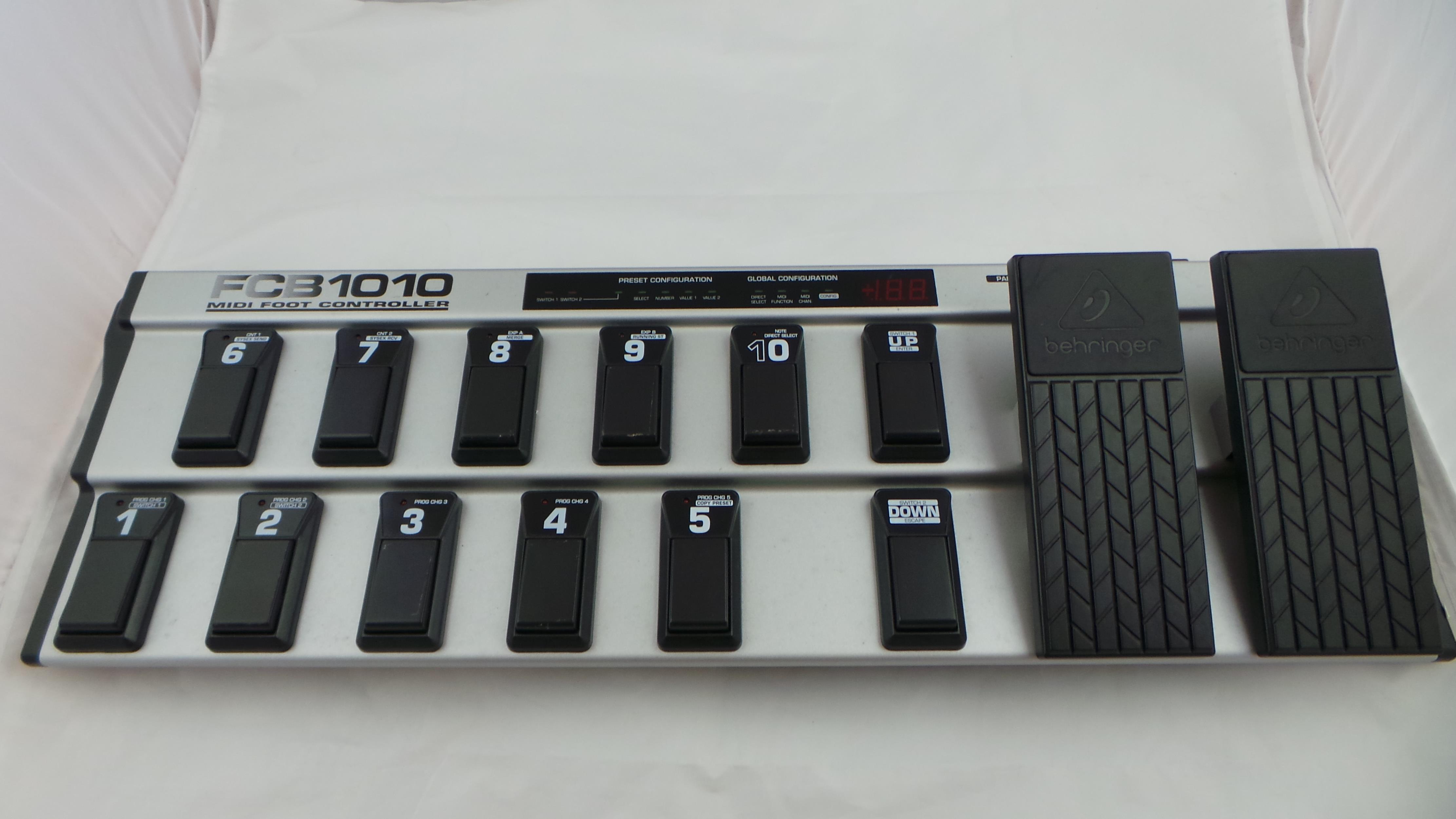BEHRINGER FCB 1010 PEDALIERA MIDI .