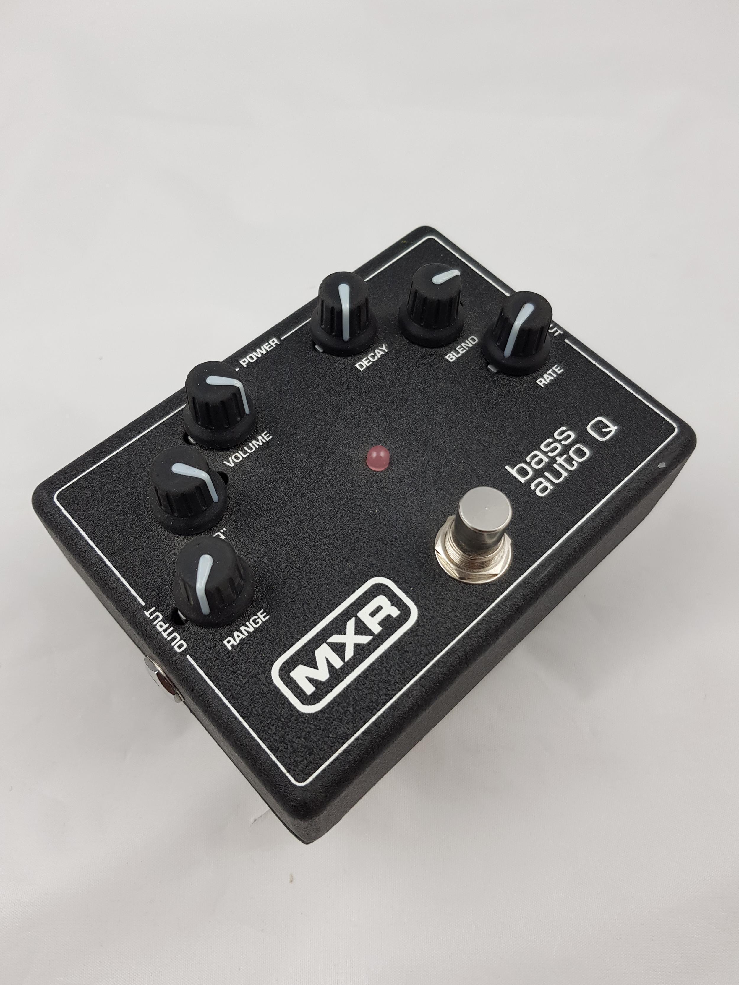 MXR M188 Bass Auto Q  .