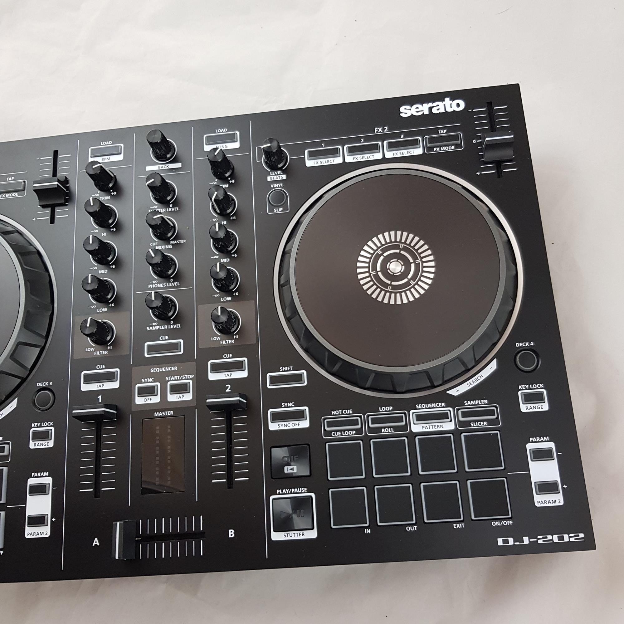 ROLAND DJ-202 SERATO CONTROLLER
