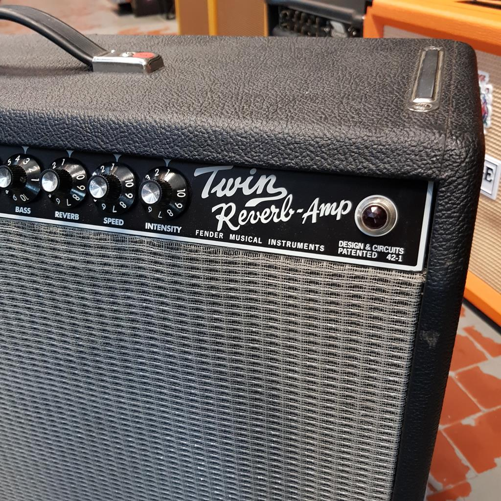 FENDER TWIN AMP ..