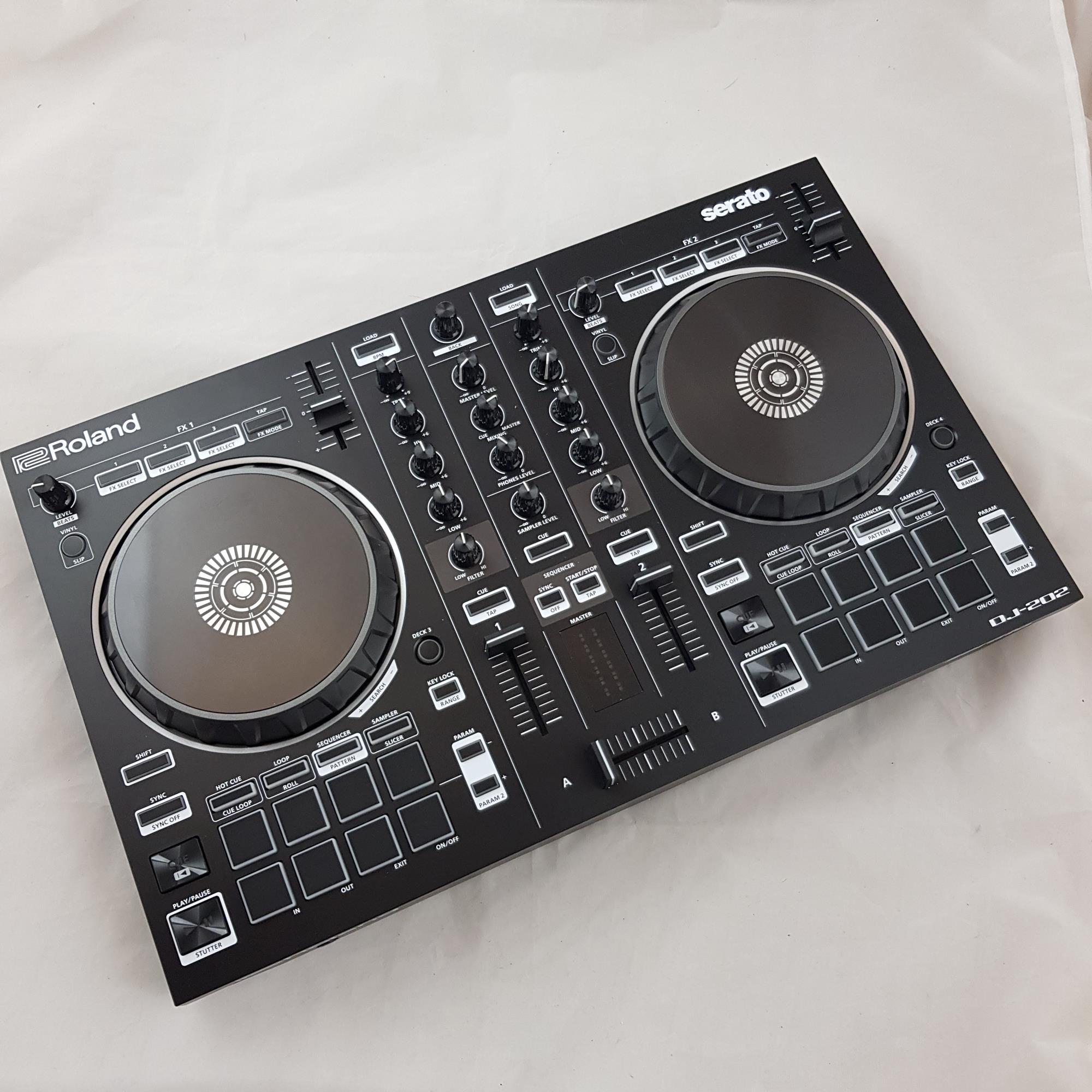 ROLAND DJ-202 SERATO CONTROLLER - Dj Equipment Controller Dj