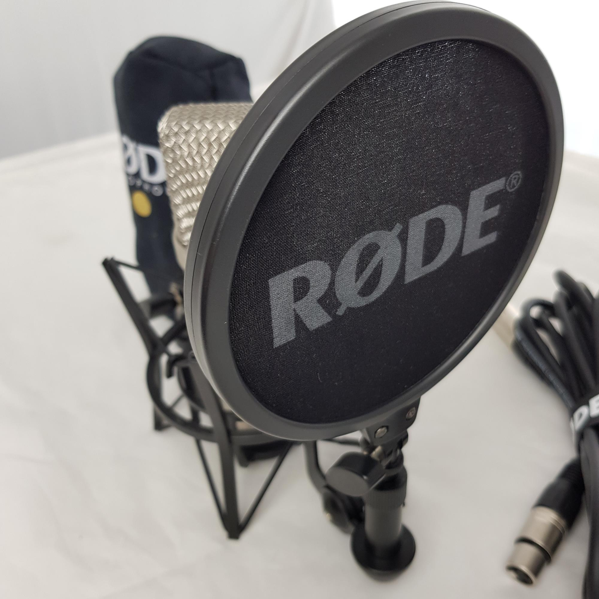 RODE-NT1-A-CONDENSER-MIC-MIC-HOLDER-sku-1625325663050