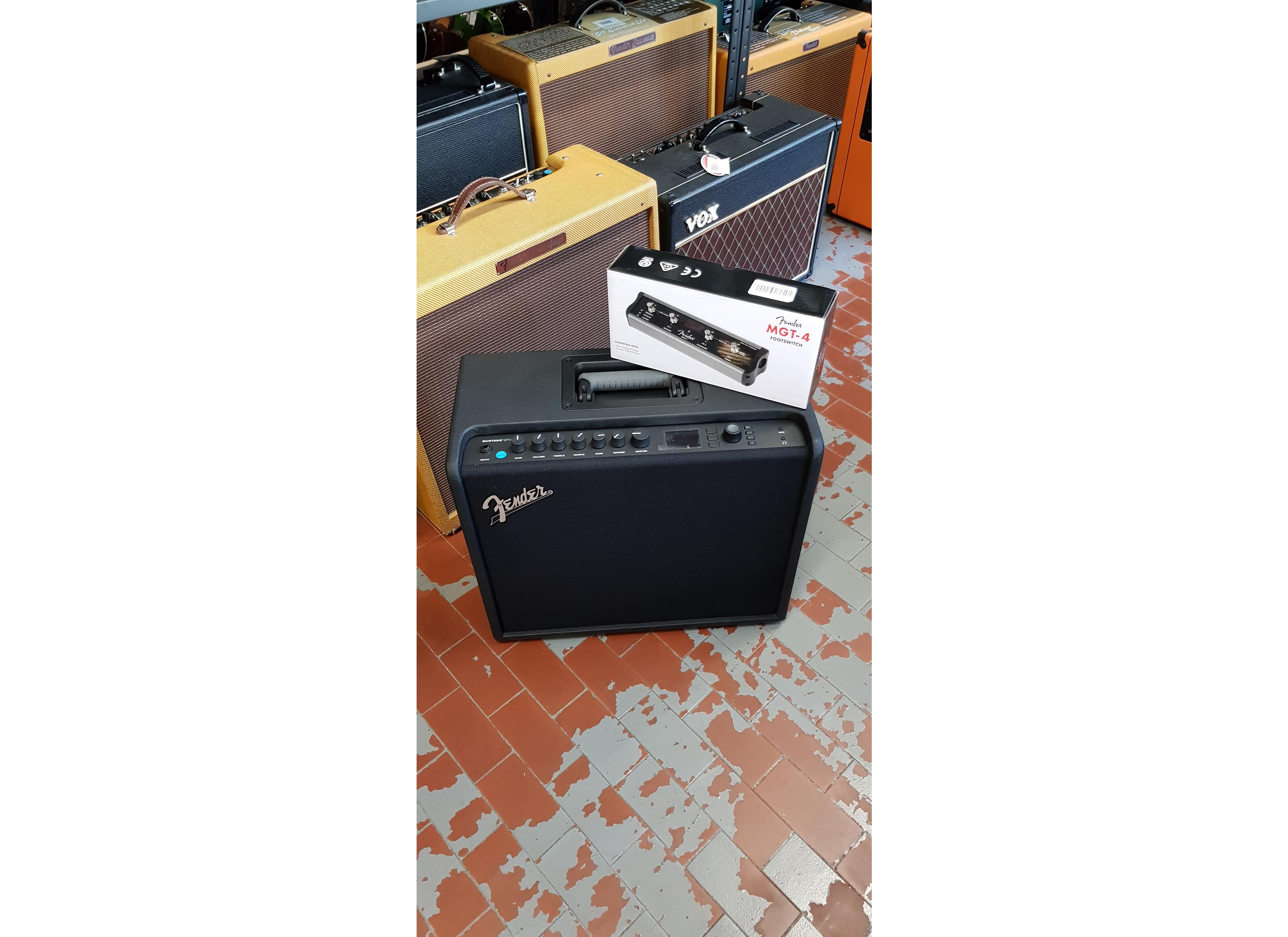 FENDER GT 100 + FOOTSWITCH MGT4 ..