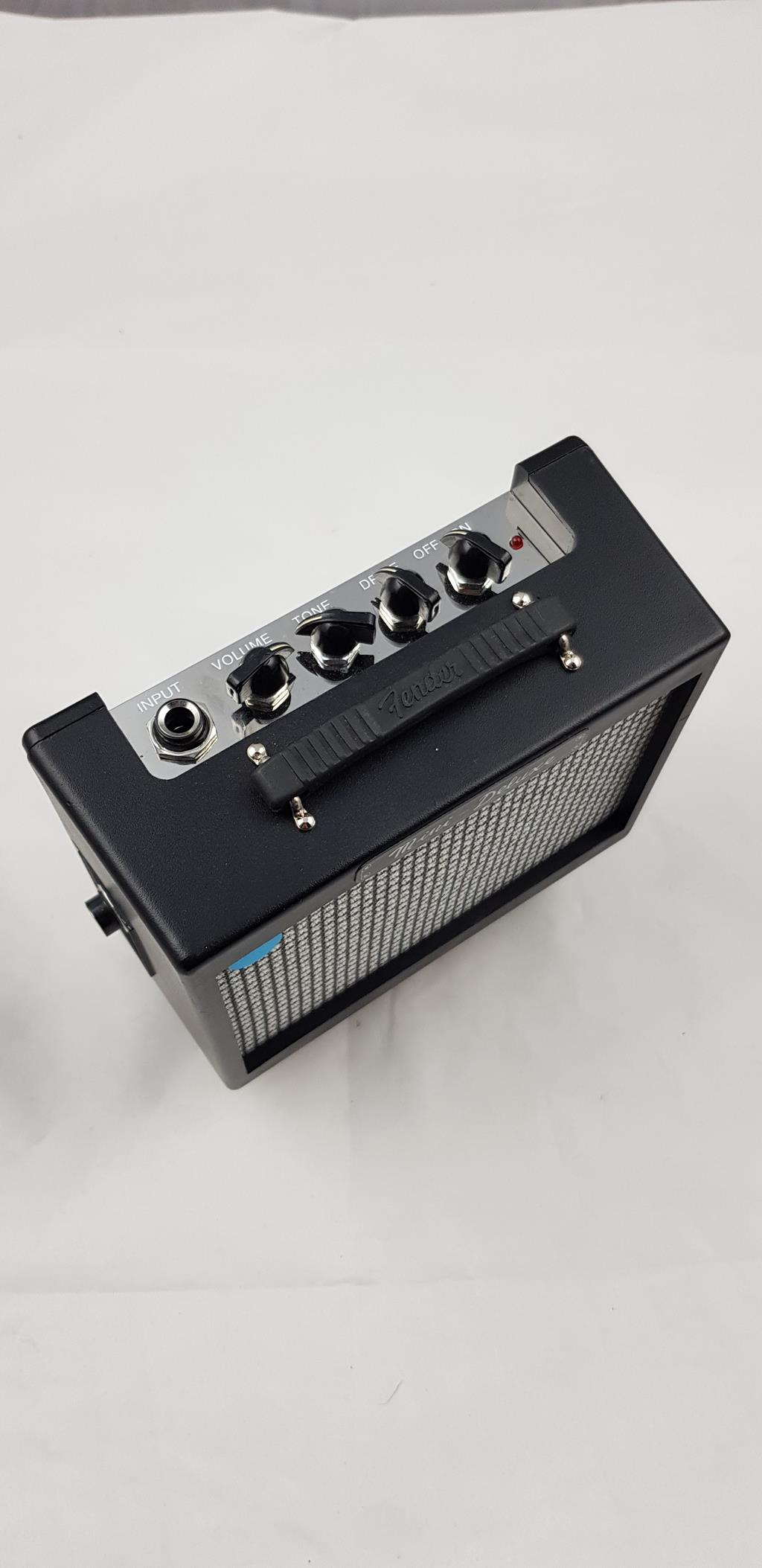 FENDER MD 20 MINI DELUXE amp .