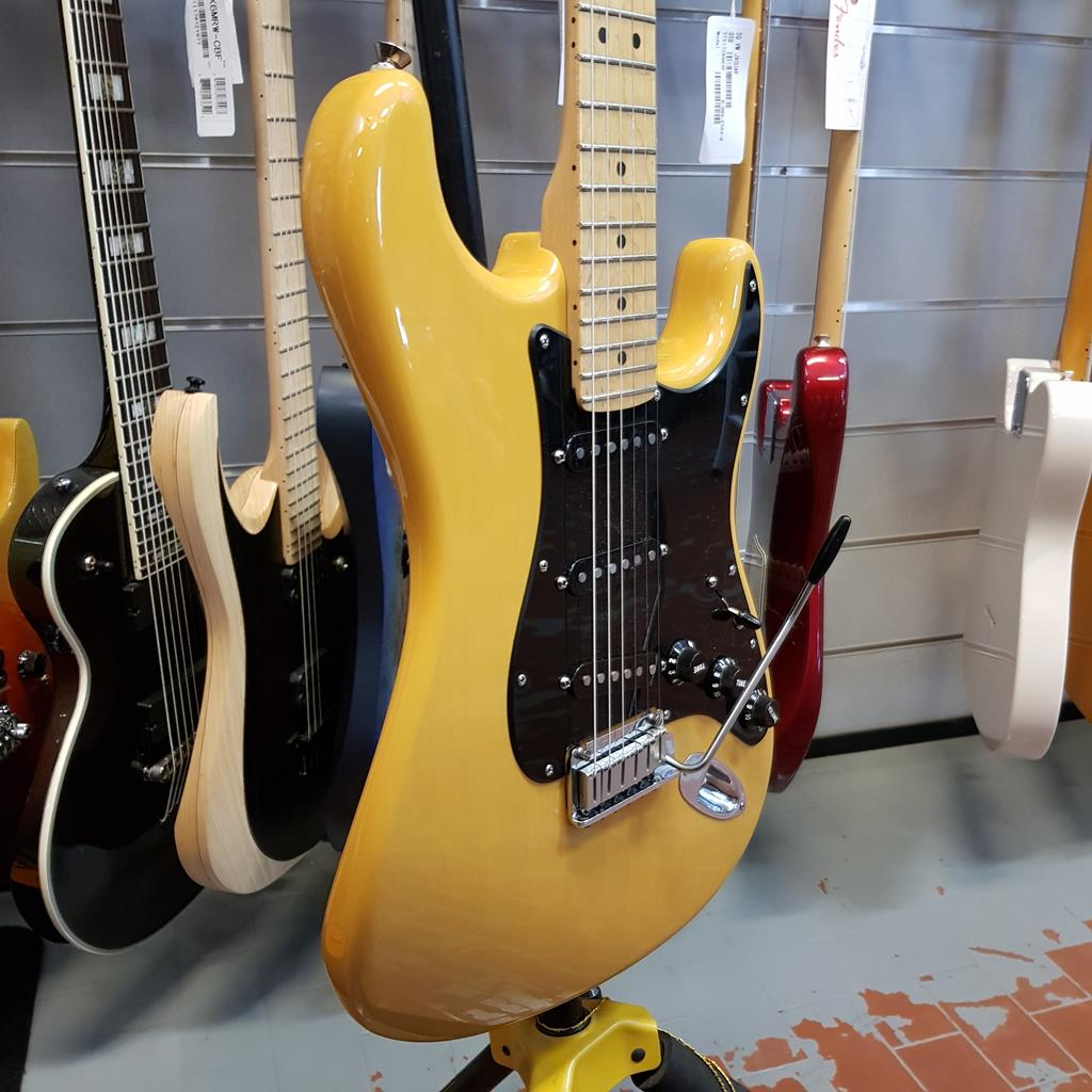 FENDER STRATOCASTER STANDARD BUTTERSCOTCH BLONDE LTD FSR 2004 ..