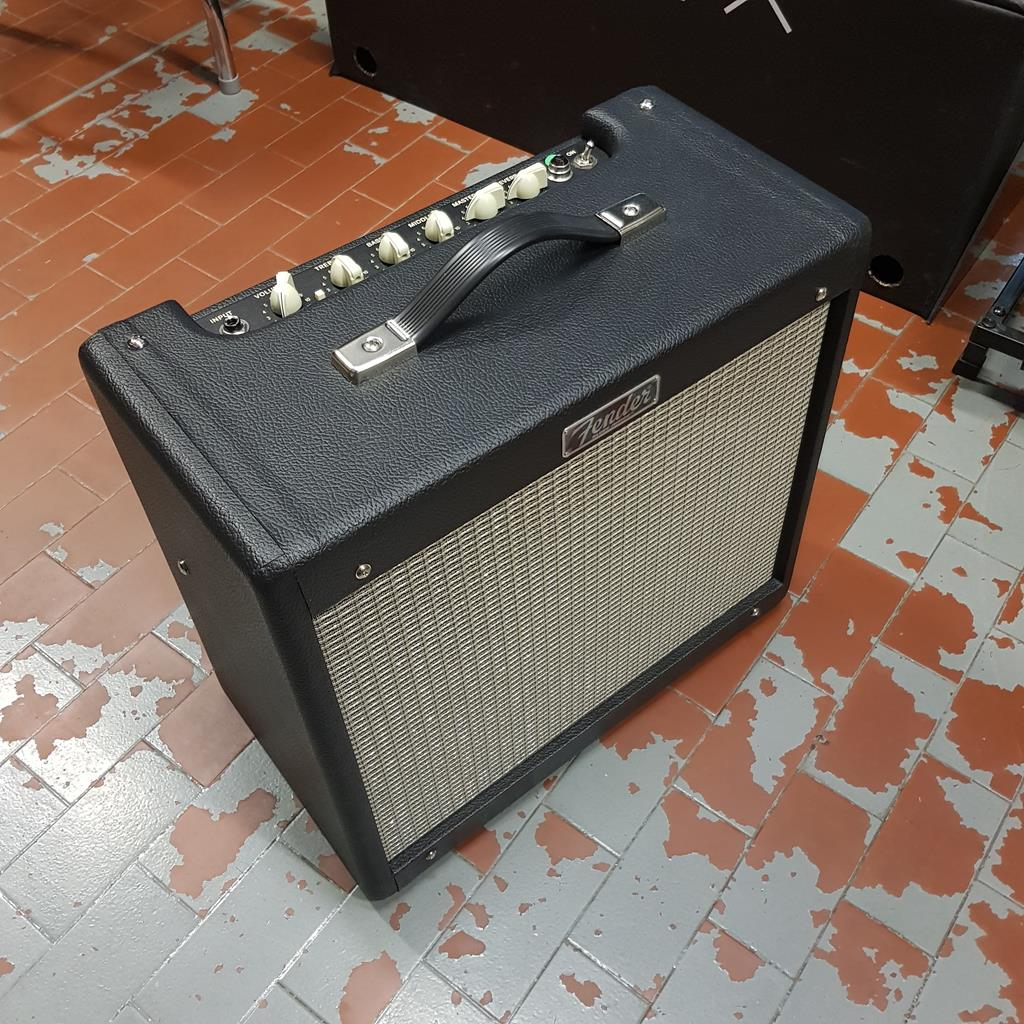 FENDER BLUES JUNIOR IV + CELESTION GREENBACK ..